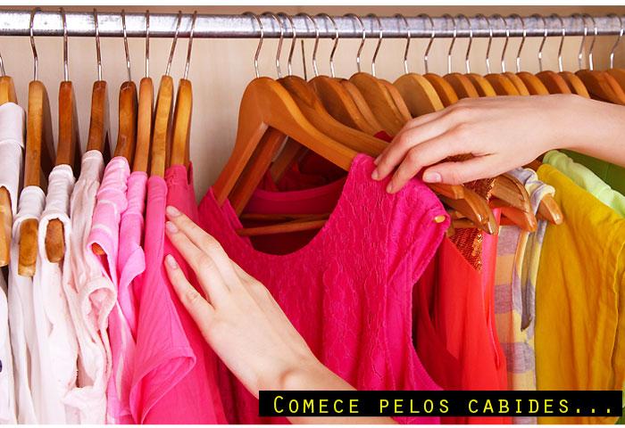 arrumando_closet_cabides