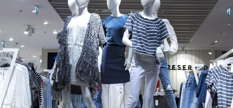 Roupas   Aproveitando a liquidação para comprar roupas e acessórios (mais desconto)
